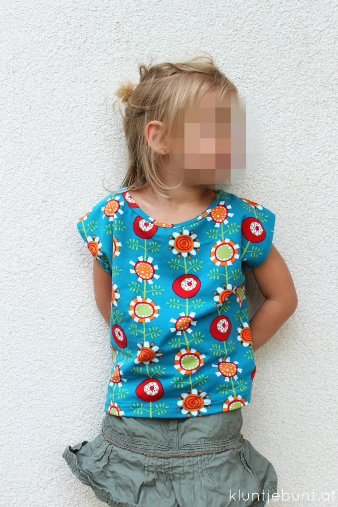 Julie von Schnittreif in Shirtversion aus Lillestoff Garden von Nicibiene