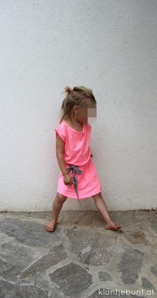 Julie von Schnittreif als Kleid aus pink, rosa Jersey mit Bindegürtel