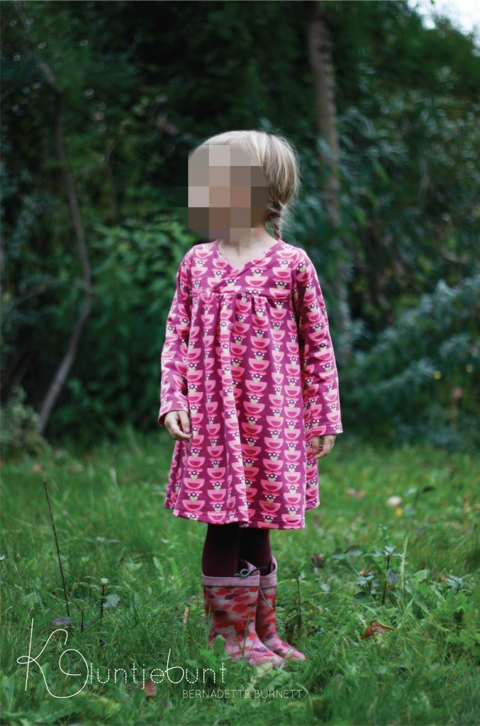 Minikrea Kleid aus Floral Herat von Lillestoff genäht von Kluntjebunt Bernadette Burnett.