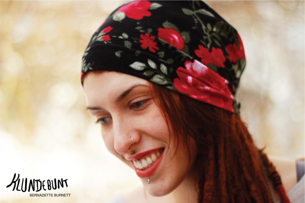Lillestoff Woman Black Rose als Dread-Mütze von Kluntjebunt Bernadette Burnett.